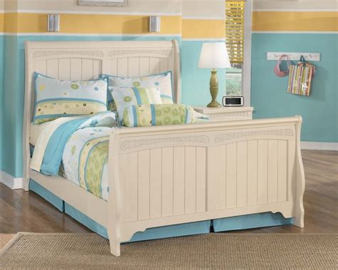 cottage retreat bedroom set cottage retreat 4 piece sleigh bedroom set traditional