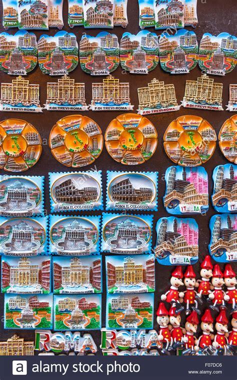 Souvenir Italia Tempelan Magnet Hiasan Rome rome souvenir fridge magnets on sale outside a shop in the stock photo royalty free image
