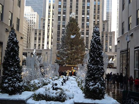 quot rockefeller center christmas tree decorations after a