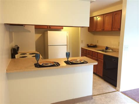 2 bedroom with den 2 bedrooms 1 5 bathroom with den clay court apartments