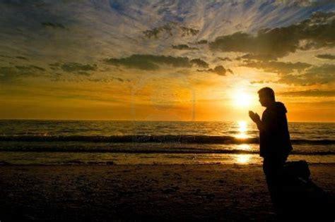 imagenes de jesus orando de rodillas preghiera per ottenere la grazia della guarigione preghiere