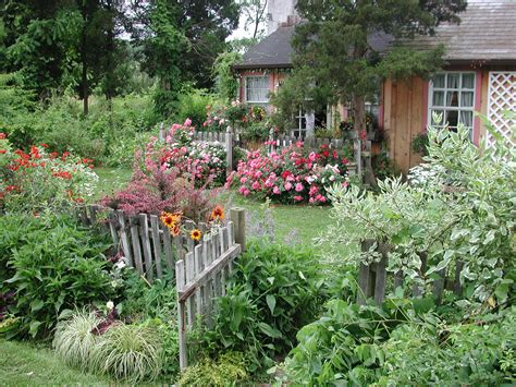 Beautiful Cottage Flower Garden Beautiful Cottage Flower Flowers For A Cottage Garden
