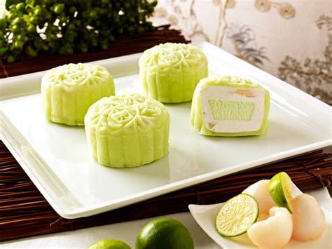 new year food mooncakes best new mooncake flavours to try in 2011