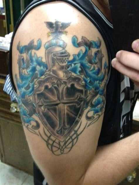 crest tattoo designs best 25 family crest ideas on family