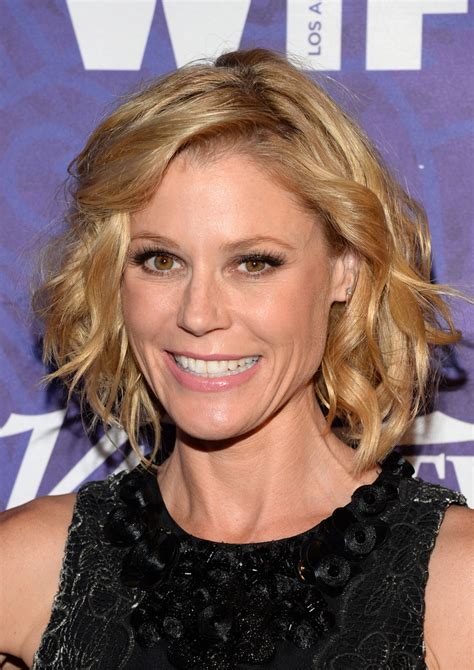 modern family hairstyles julie bowen curled out bob curled out bob lookbook