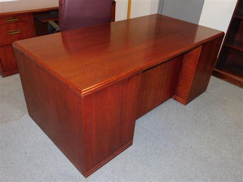 Paoli Desk by Paoli Cherry Mahogany 36 Quot X 72 Quot Pedestal Executive
