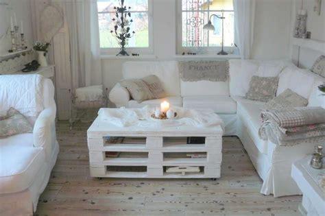 arredare con bancali di legno tavolino da salotto con bancali