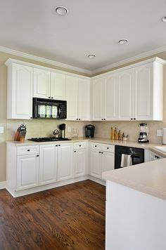 self leveling cabinet paint walls benjamin moore revere pewter cabinets benjamin