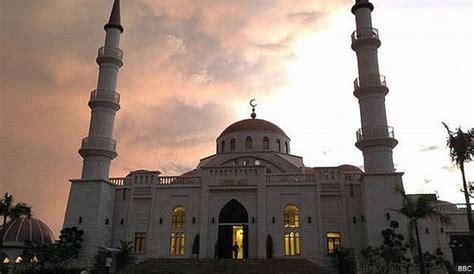 Jilbab Kamboja minoritas muslim di kamboja bebas bangun masjid indolah