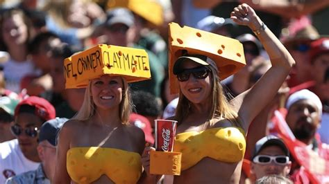 green bay packers fans these female packers fans may have the greatest cheese