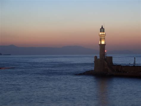 light house at night file lighthouse at night chania jpg