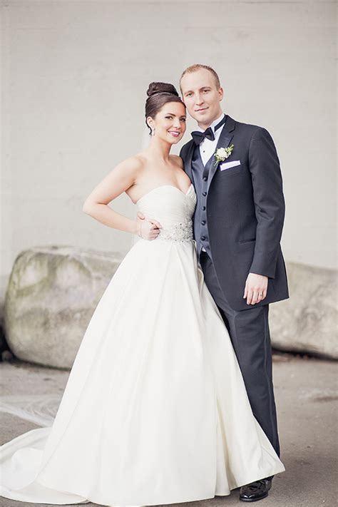 Classic Wedding Photos how to achieve a timeless classic bridal look