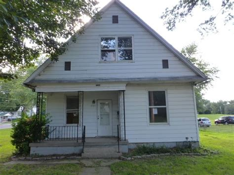 houses for sale in springfield il 2105 n elizabeth st springfield il 62702 reo home details reo properties and bank