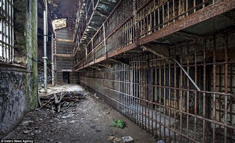 Abandoned America: Photographer captures haunting images