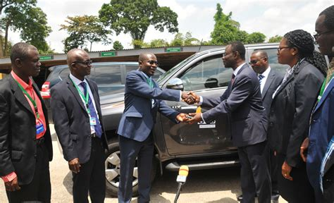 Knust Business School Mba by Gcb Bank Donates Vehicle To Knust School Of Business In