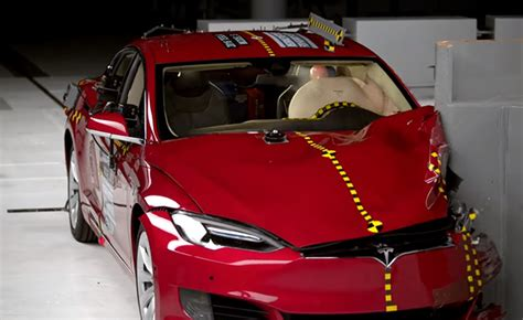 Tesla Model S Safety Test Tesla Model S Fails Again To Earn Iihs Top Safety