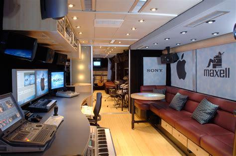 Tour Interior Photos by Lennon Tour News Of