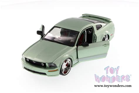 124 Maisto Custom Shop Ford Mustang 2006 ford mustang gt top 34324 1 24 scale maisto