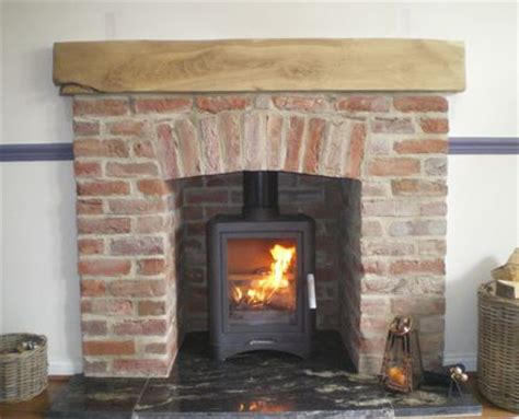 Small Brick Fireplaces by Best 20 Granite Hearth Ideas On