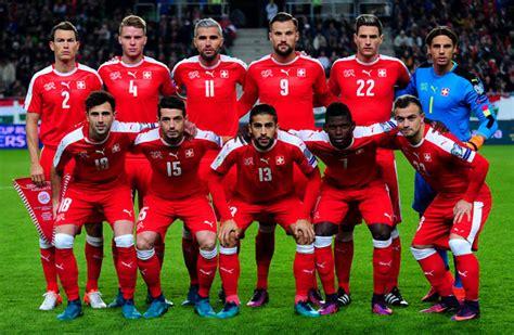 Schweizer Nationalmannschaft Fu 223 Ballnationalmannschaft Der Schweiz Schweizer Nati Trikot