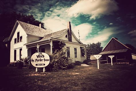 villisca axe murder house ghost hunter stabs self in villisca ax murder house dark5 tvdark5 tv