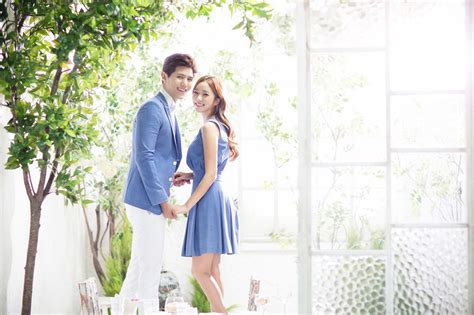 Couples Website 20 Engagement Photo Ideas With Matching
