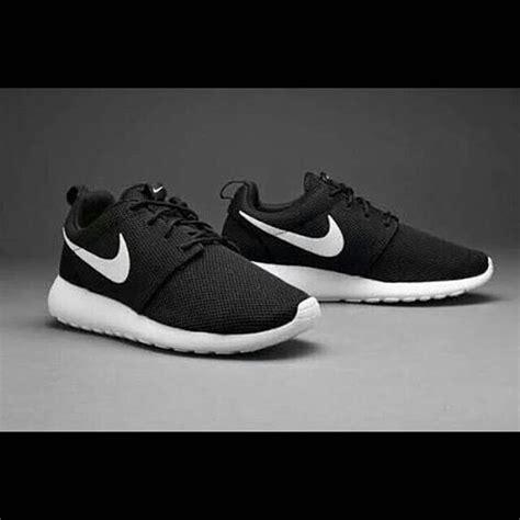 Sepatu Nike Rosherun 15 jual sepatu lari jalan pria wanita nike rosherun