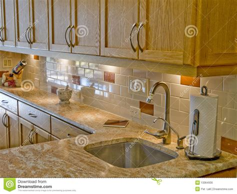 17 best images about cocinas con back splash on pinterest cocina moderna 17 foto de archivo imagen 13364930