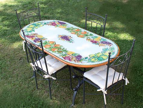 tavoli in pietra da esterno argelato piani a mosaico e in pietra lavica per tavoli da