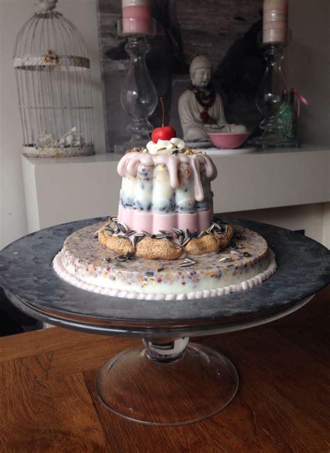 bird feeding cake vogeltaart bird feeding cake