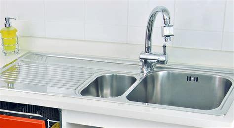 montaggio rubinetto lavello come installare il lavello e il rubinetto da cucina