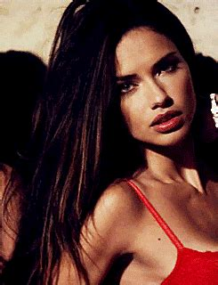 24 Well-Supported GIFs of Adriana Lima Wearing Bras of All ... Guyspeed Gifs