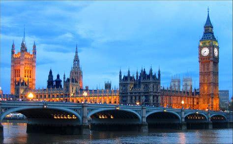casas del parlamento anochecer clasica vista de postal