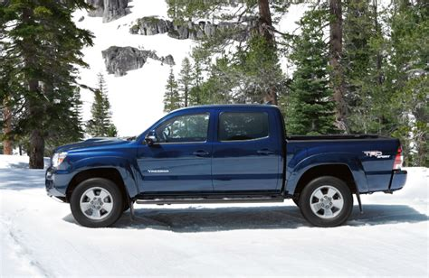 by the numbers 2015 chevy colorado vs tacoma frontier chevrolet colorado vs toyota tacoma consumer reports