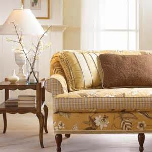 cottage style sofas homefurnishings capturing cottage style