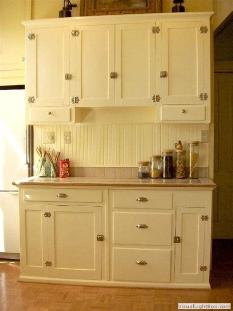 Fashioned Kitchen Cabinets by Best 25 Vintage Kitchen Cabinets Ideas On