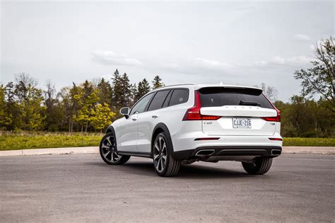 review  volvo  cross country car