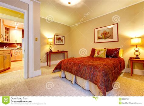 canapé de repos salle de bain verte et jaune