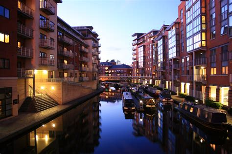 appartments birmingham file birmingham canalside apartments at dusk jpg wikimedia commons