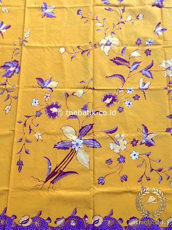 Kain Batik Kembang Kratonan Pri136 Bahan Katun Primisima jual kain batik tulis motif kembang ungu latar kuning thebatik co id