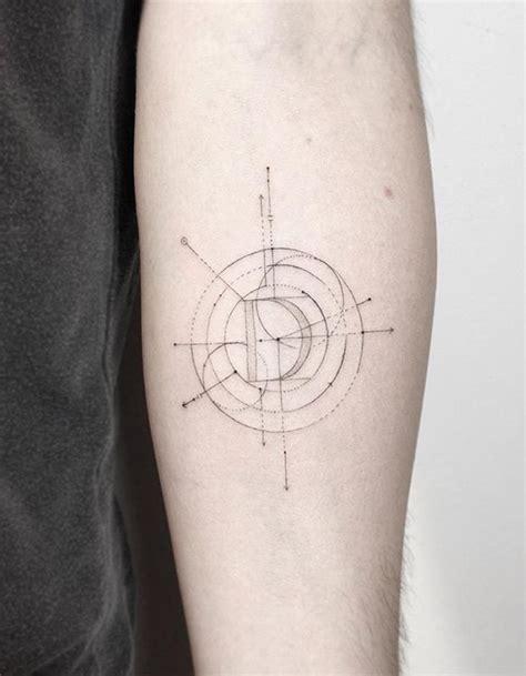 tattoo minimalista masculina 1000 ideias sobre desenhos de tatuagens masculinas no