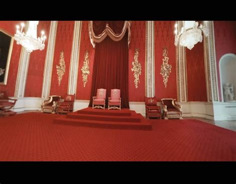 buckingham palace throne room buckingham palace s throne room majesty s throne is on the left take a tour of buckingham