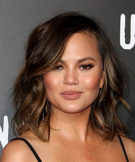chrissy teigen hair color christine teigen medium wavy casual bob hairstyle with