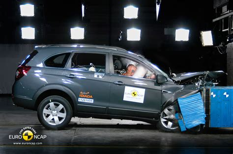 chevrolet captiva 2011 2011 chevrolet captiva receives 5 star euro ncap rating