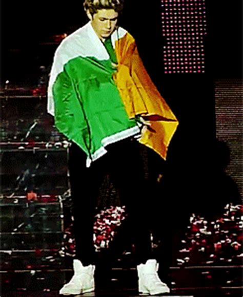 heres the irish model niall horan had a cheeky kiss with its st patrick s day 2013 niall horan irish gifs st paddy