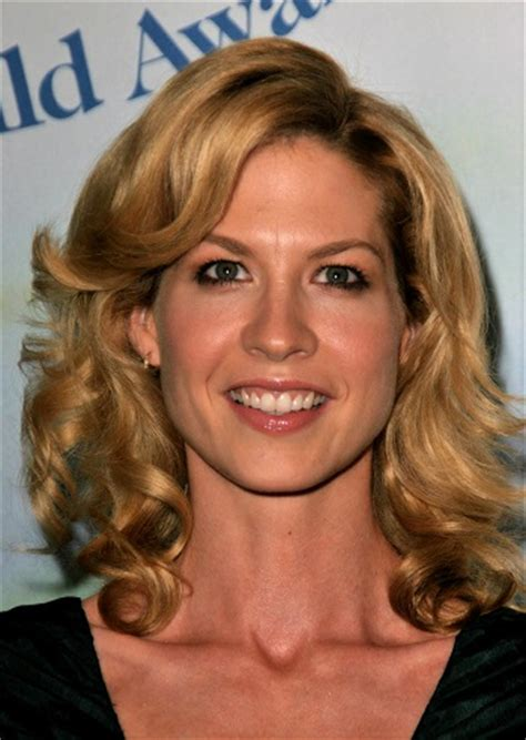 Hairstyles: Jenna Elfman ? Long Curled Hairstyle