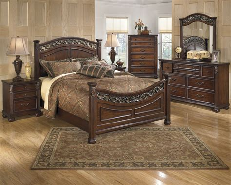 queen master bedroom sets buy leahlyn bedroom set by signature design from www