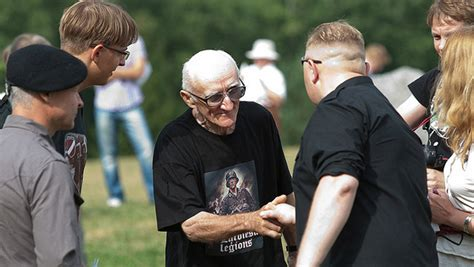 hundreds of latvian waffen ss veterans march in riga