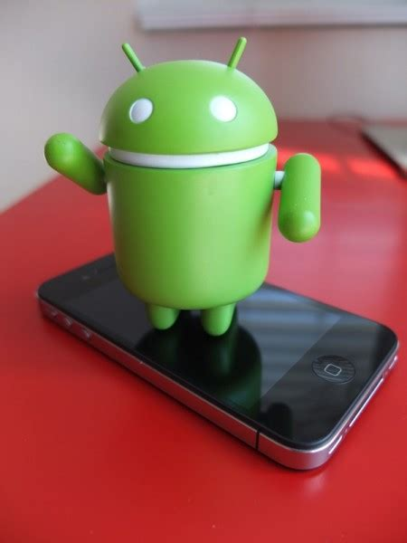 who makes android eric schmidt thinks an android phone makes a great present to an iphone user