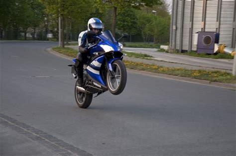 Motorrad 125er Yzf by R125 Wheelie Stoppie 125er Forum De Motorrad Bilder
